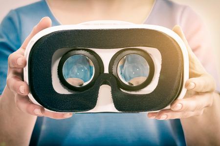 Virtuální VR brýle brýle mikrofonem - sériový snímek Reklamní fotografie