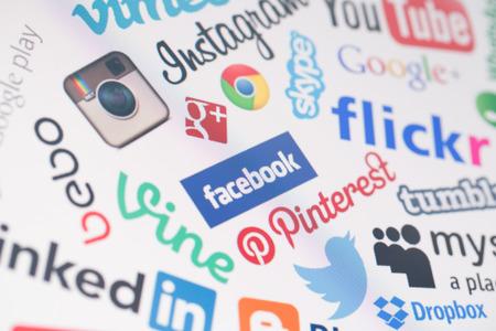 BELCHATOW, POLOGNE - 28 décembre 2014: populaires sociaux logos du site Web des médias sur écran d'ordinateur Banque d'images - 61756123