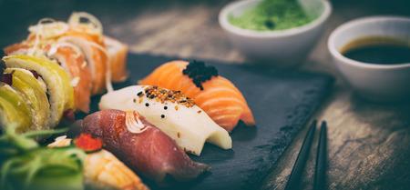 生マッキー生鮮魚介類スージー - ストック イメージをロール寿司