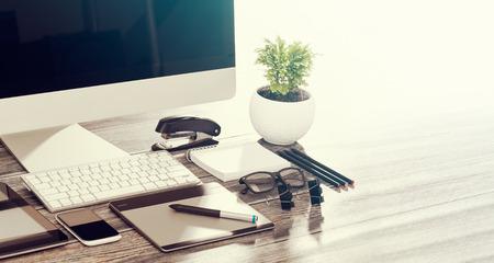desk ontwerper met responsive design mockup concept.