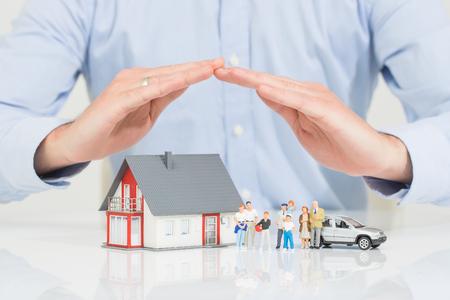 Ubezpieczenie domu Dom żywo samochodów Ochrona chronić ludzi Concepts