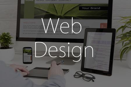 レスポンシブ web デザイン コンセプトのデザイナーの机。