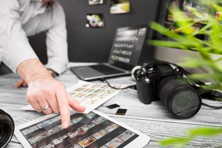 写真ジャーナリスト カメラ旅行写真デジタル一眼レフ編集編集趣味ビジネス デザイナー コンセプト - ストック イメージの照明 写真素材