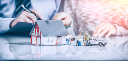Ubezpieczenie domu Dom żywo samochodów Ochrona chronić ludzi Concepts Zdjęcie Seryjne
