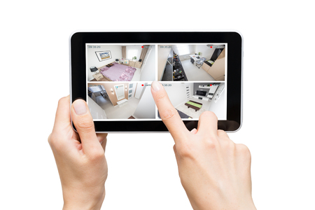 buitenkant thuis camera cctv bewaking monitorsysteem de hand slimme huis video-up concept - stock