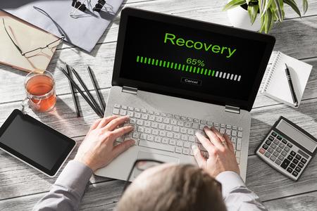 récupération de la restauration des données de sauvegarde à restaurer la navigation notion réseau plan réserve de la mise en réseau des entreprises d'affaires - image