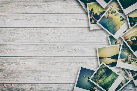 古い紙と写真フレーム。木の板の上のオブジェクト。