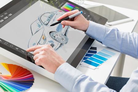 designer grafische tekening auto creatief creativiteit gelijkspel werk tabletscherm schets ontwerpen kleuring concept - stock