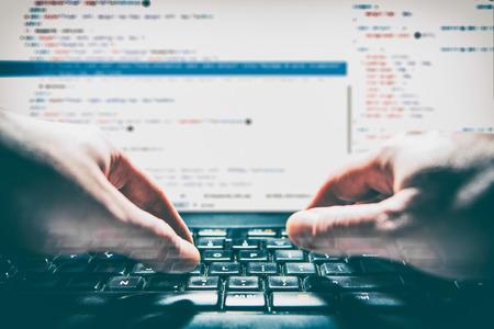 Entwickler-Entwicklung Web-Code Tech-Codierung Programm Programmierung HTML-Bildschirm Skript Internet-Profi-Wörterbuch Kommunikation Besetzung Identität Konzept - Stock Bild Standard-Bild - 73651009