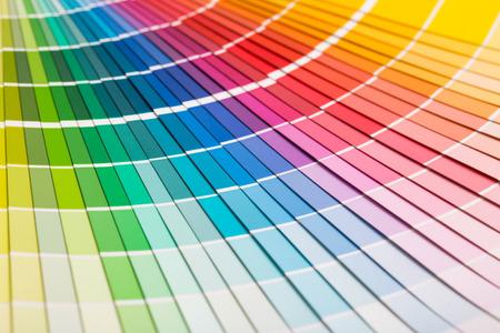 Muestras de Color de libros. Arco iris colorea el catálogo de la muestra. Foto de archivo