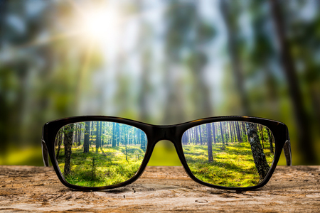 okulary skupić tło drewniane oko okulary soczewki wizja natura odbicie spojrzenie przez zobaczyć jasne pojęcie wzroku przejrzysty wschodów słońca recepta roczniki słoneczny słońce Retro - zbiory obrazów