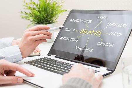 브랜딩 브랜드 디자인 로고 스케치 광고 상표 노트북 배지 마케팅 팀 비즈니스 크리 에이 티브 아트 컴퓨터 개념 - 재고 이미지 스톡 콘텐츠