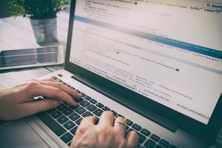 le script de programmation du programme de codage code développement web développeur tech html écran internet profession concept d'identité d'occupation de communication dictionnaire - image Banque d'images - 74151839