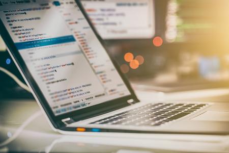 L'élaboration de programmes et technologies de codage. Création de site web. concept Cyber ??espace. Banque d'images - 75086003