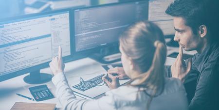 Die Entwicklung Programmierung und Codierung Technologien. Website design. Cyberspace-Konzept.