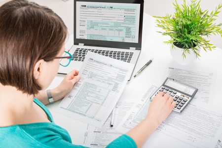 tax return form income calculator irs individual Stock Photo