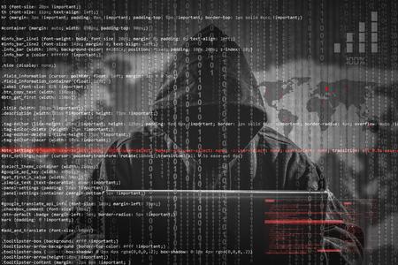 Hacker usando laptop. Muitos dígitos na tela do computador. Foto de archivo