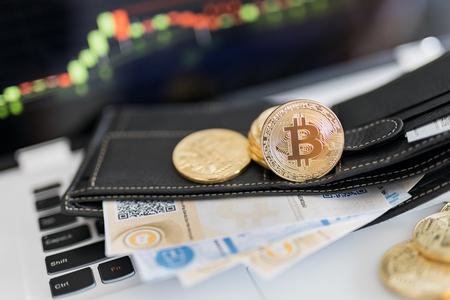 Bitcoin ゴールド コインと QR コードで暗号化されたお金印刷