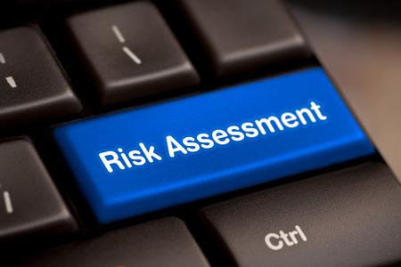 risico beoordeling beoordeling project markt toetsenbord knop toetsenbord voorzichtigheid kwestie kritisch oplossen concept - stock beeld