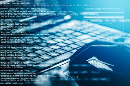 Hacker usando laptop. Muitos dígitos na tela do computador.