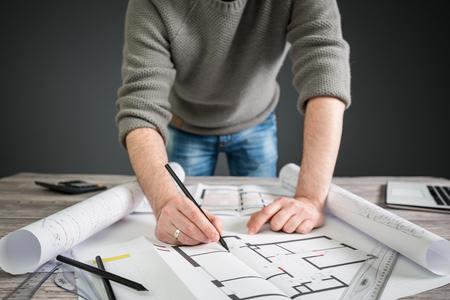 entreprise architecte dessin projet de bureau de plan de travail de conception architecturale de la construction concept de table de concepteur de la règle du lieu de travail - image photo