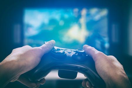 jeu de jeu jeu Fun TV console vidéo contrôleur gars gamepad gamer joueur qui joue maintenant concept ludique vue plaisir passe-temps - image