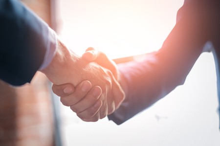 Business people shaking hands, finishing up meeting. Successful businessmen handshaking after good deal. Banque d'images