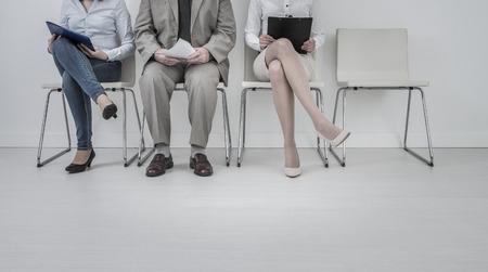 image - location recrutement recrutement recrue embauche entrevue recruteur travail de l'emploi stress chambre humaine situation stressante jeune groupe de travail formel président corporate concept assis société
