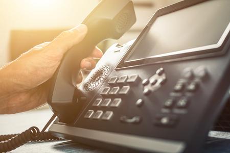 コミュニケーションサポート、コールセンター、カスタマーサービスヘルプデスク。電話のキーパッドを使用する。