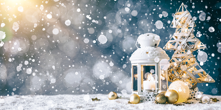 Christmas Card: snowy lantern and candlelight with fir branches and baubles. Standard-Bild - 111177252
