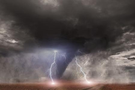 Foto van een grote tornado vernietigt het landschap