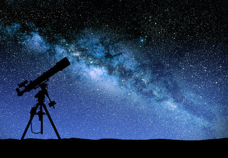 Illustration of a telescope watching the wilky way Foto de archivo