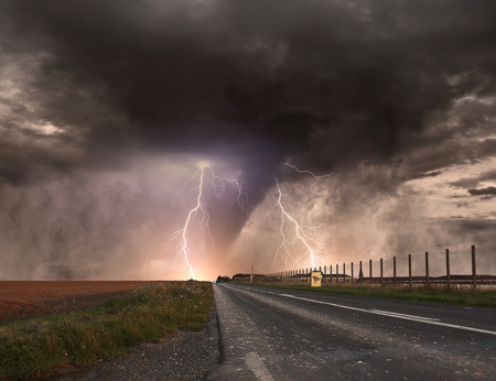 Picture of a large tornado destroying the landscape Stockfoto