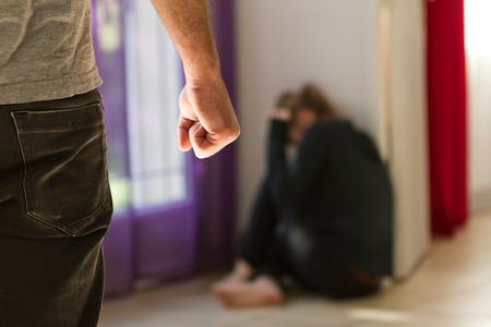 hiebe: Mann verpr�gelt seine Frau veranschau h�usliche Gewalt