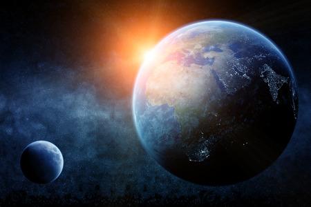 sol y luna: Vista del planeta Tierra desde el espacio durante un amanecer Foto de archivo