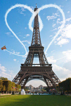 Paris Eiffel Tower love concept for Valentine's day 스톡 콘텐츠