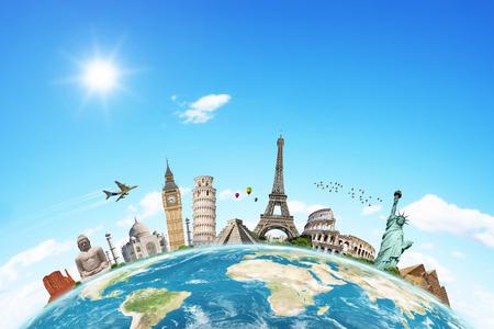 wereldbol: Beroemde monumenten van de wereld bij elkaar gegroepeerd op de planeet Aarde