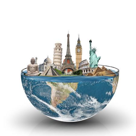 illustratie van de beroemde monumenten van de wereld in een glas water