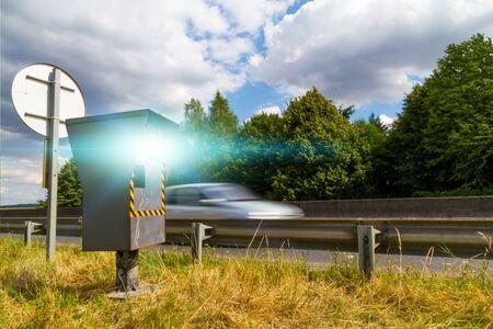 radar: Automatic radar flashing cars driving too fast