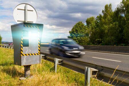 Automatic radar flashing cars driving too fast