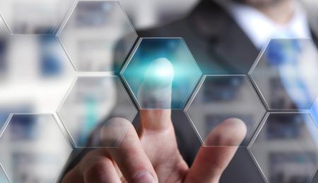 dedo: Hombre de negocios usando la interfaz digital con sus dedos en su oficina