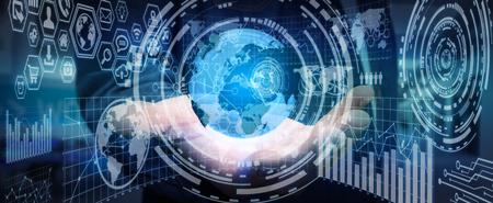 redes de mercadeo: Hombre de negocios usando pantallas futuristas con mundo y tablas