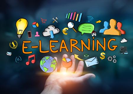 Man met de hand getekende e-learning presentatie in zijn hand op een donkere achtergrond