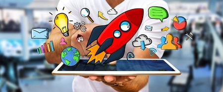 Homme d'affaires sur fond flou tenant une fusée tirée par la main rouge sur son téléphone portable Banque d'images - 62416938