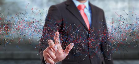 cromosoma: El hombre en el fondo borrosa estructura del ADN tocar con el dedo