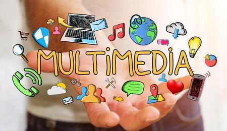 Man met de hand getekende multimediapresentatie in zijn hand op onscherpe achtergrond