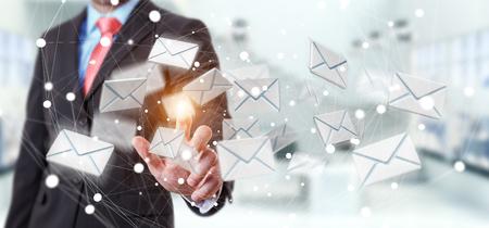 comunicar: Hombre de negocios en el fondo borroso tocar 3D volar icono de correo electrónico con su dedo