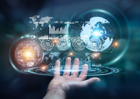 Homme d'affaires contenant des données numériques sur l'écran d'hologramme dans sa main