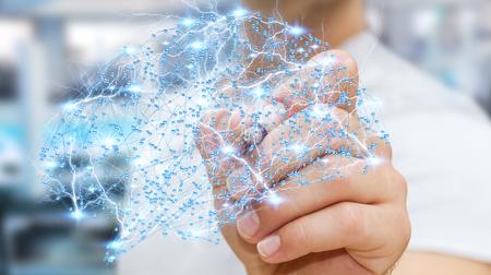 Zakenman die digitale menselijke hersenen met een mobiele en neuronen activiteit 3D rendering Stockfoto - 75640652