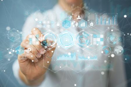 홀로그램을 사용 하여 배경 흐리게에 사업가 펜으로 디지털 화면에 데이터 3D 렌더링 스톡 콘텐츠